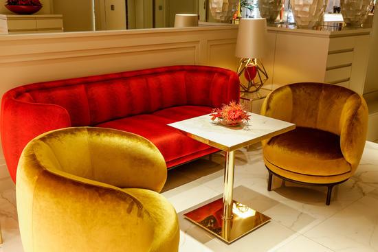 Opulent und edel eingerichtet Hotellobby im Das Tyrol